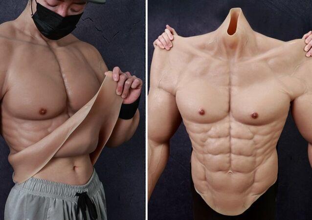 Çin'de hiper gerçekçi 'kaslı vücut kostümü' üretildi