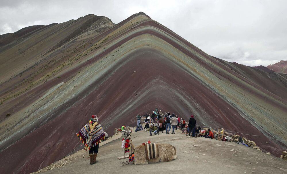 Peru'daki Gökkuşağı Dağı olarak da bilinen Vinicunca Dağı