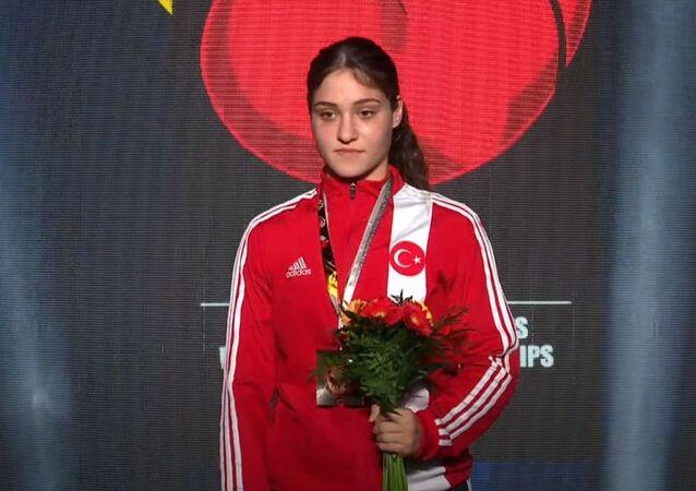 Milli sporcu Büşra Işıldar, Gençler Dünya Boks Şampiyonası'nda altın madalya kazandı.
