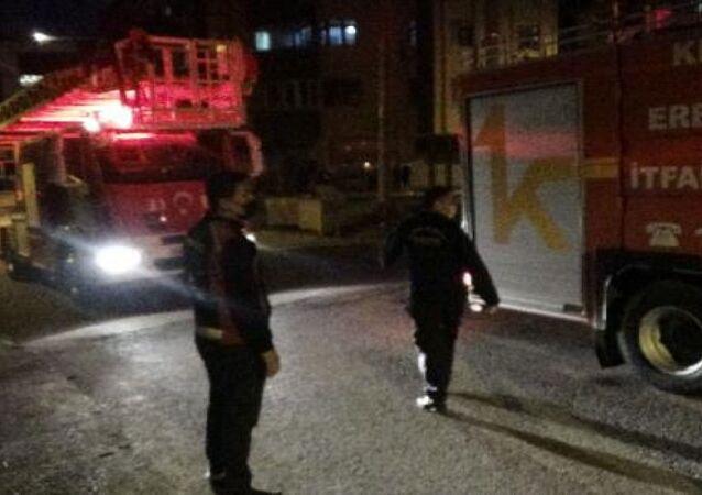 Zonguldak'ın Ereğli ilçesinde, televizyondaki şömine görüntüsünü görünce yangın çıktığını zanneden yaşlı kadının ihbarı, ekipleri harekete geçirdi.