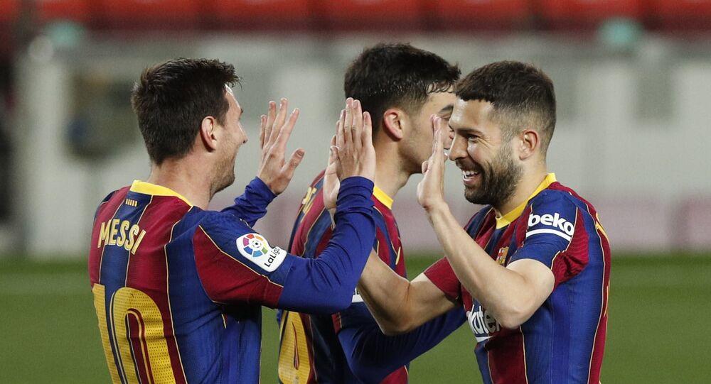 İspanya 1. Futbol Ligi'nde (La Liga) şampiyonluk yarışı veren takımlardan Atletico Madrid ve Barcelona 31. haftayı galibiyetle kapattı.