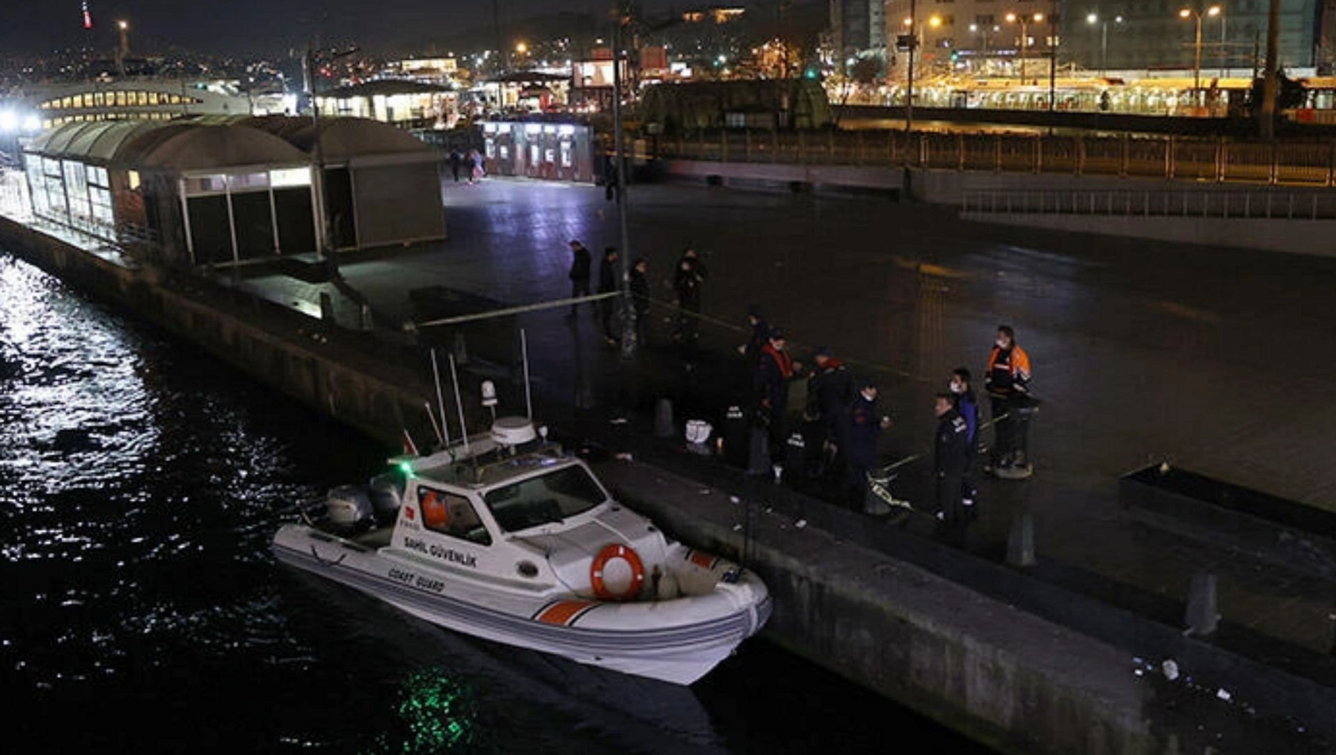 Galata Köprüsü'nden denize itilen kişi boğuldu - Sputnik Türkiye, 1920, 23.04.2021