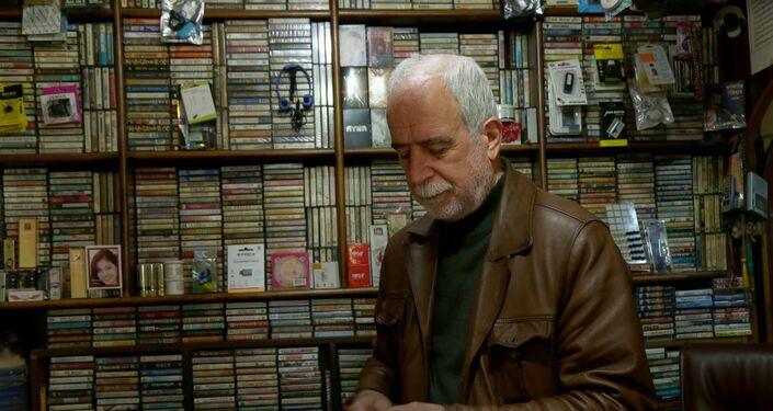 Mardin'de 45 yıldır kasetçilik yapan 63 yaşındaki Ethem Aksan