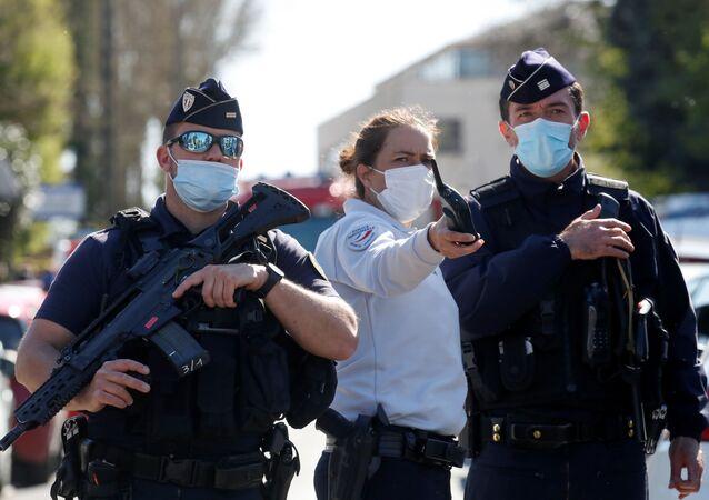 Fransa'da karakol önünde saldırıya uğrayan kadın polis memuru hayatını kaybetti
