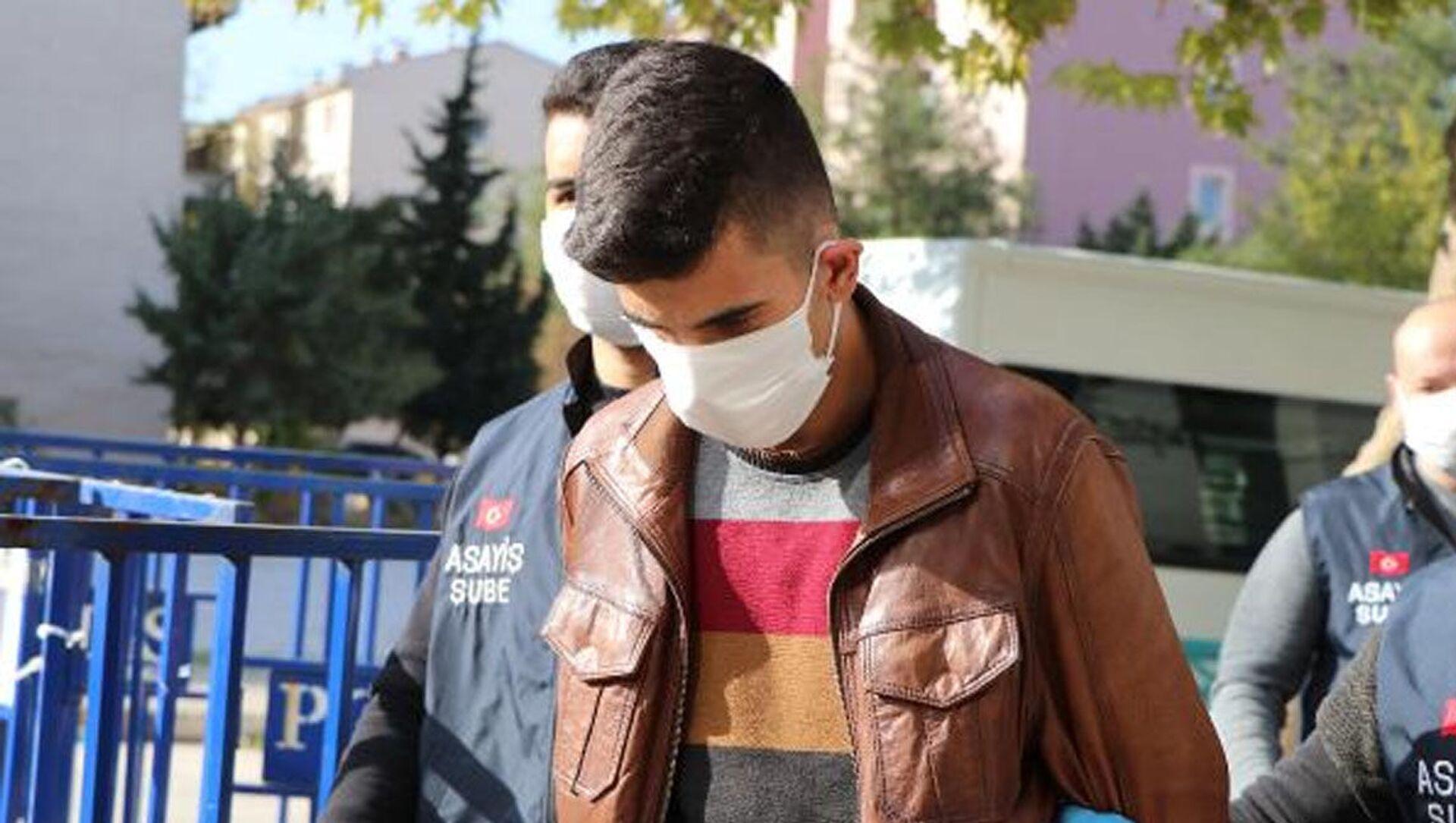 Denizli'nin Pamukkale ilçesinde, geçen yıl üniversite öğrencisi olan sevgilisi Cennet Tuğba Tokbaş'ı (22) boğarak öldürdüğü iddiasıyla tutuklananRecep Eray Hakver(22) hakkında, 'kasten öldürme' suçundan müebbet hapis istemiyle dava açıldı. - Sputnik Türkiye, 1920, 24.04.2021