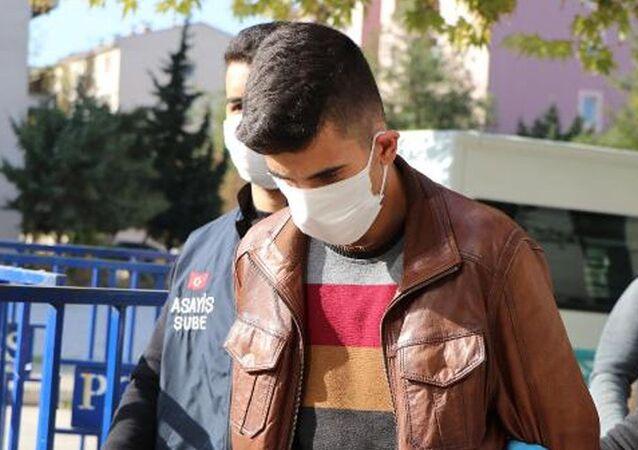 Denizli'nin Pamukkale ilçesinde, geçen yıl üniversite öğrencisi olan sevgilisi Cennet Tuğba Tokbaş'ı (22) boğarak öldürdüğü iddiasıyla tutuklananRecep Eray Hakver(22) hakkında, 'kasten öldürme' suçundan müebbet hapis istemiyle dava açıldı.