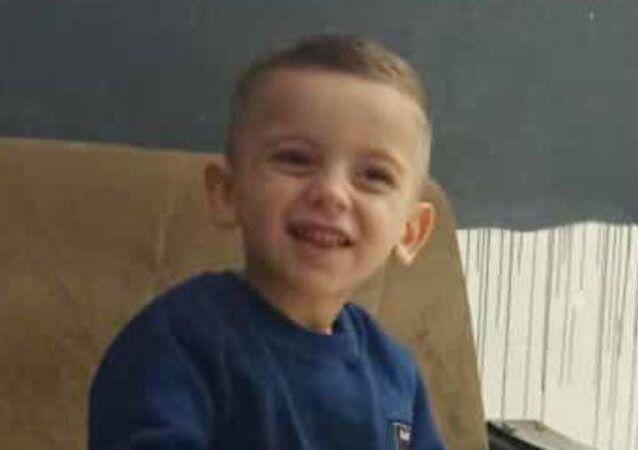 Şırnak'ın Cizre ilçesinde babası tarafından Dicle Nehri'ne atılan 4 yaşındaki çocuk 9 günlük yaşam savaşını kaybetti.