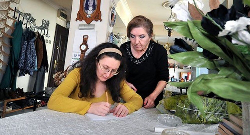 Bursa'da 39 yaşındaki Neslihan Köse, 20 yıl önce karbonmonoksitten zehirlendi. Kayıtlara ölü olarak geçen Köse, 6 ay bitkisel hayatta kaldı. Yaşanan olayın ardından bütün beyin hücreleri ölen talihsiz kadın, hayatını kendisine adayan annesi sayesinde yaşama tutundu.
