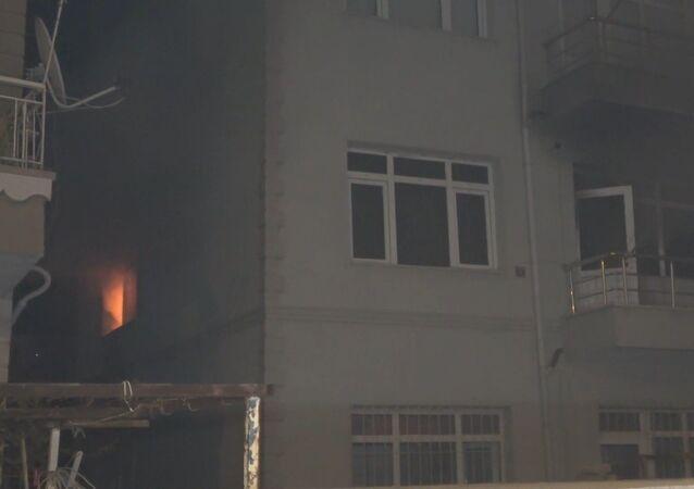 Kırıkkale'de cinnet getiren 75 yaşındaki bir kişi iddiaya göre, karısını bıçakla öldürdükten sonra evini ve otomobilini ateşe verdi.