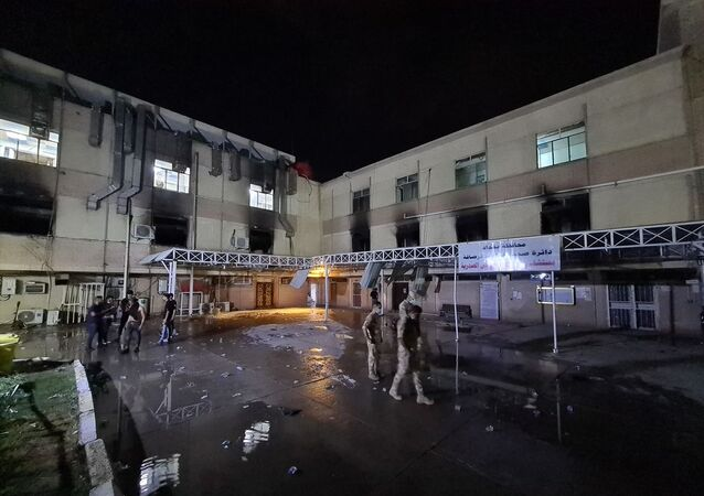 Irak'ın başkenti Bağdat'ta yeni tip koronavirüs (Kovid-19) hastalarının tedavi gördüğü Ebu el-Hatip Hastanesi'nde çıkan yangında 40 kişinin hayatını kaybettiği bildirildi.