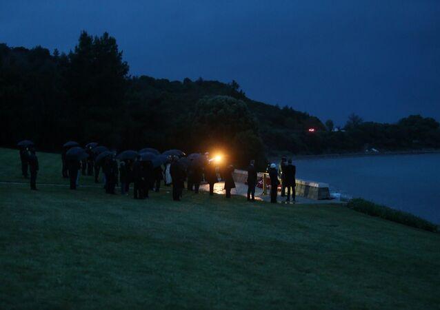 Anzak Koyu'nda 'Şafak Ayini' yerine çelenk töreni düzenlendi