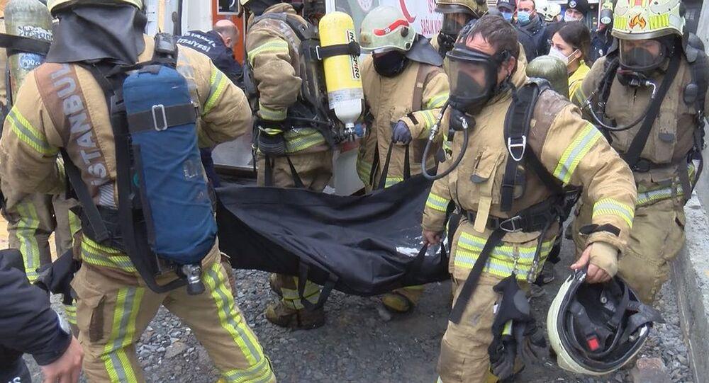 Arnavutköy'de hırdavat deposunda yangın: 4 kişinin cansız bedenine ulaşıldı