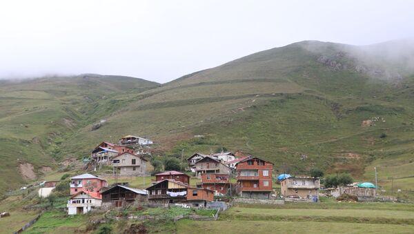 İşkencedere'de taş ocağı istemeyen bölge sakinleri nöbette: 'Barikatlarla korkutamazlar, biz bu dağların insanlarıyız' - Sputnik Türkiye
