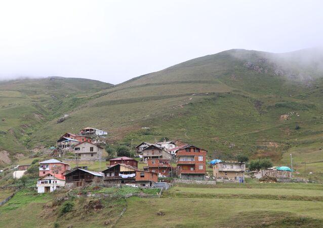 İşkencedere'de taş ocağı istemeyen bölge sakinleri nöbette: 'Barikatlarla korkutamazlar, biz bu dağların insanlarıyız'