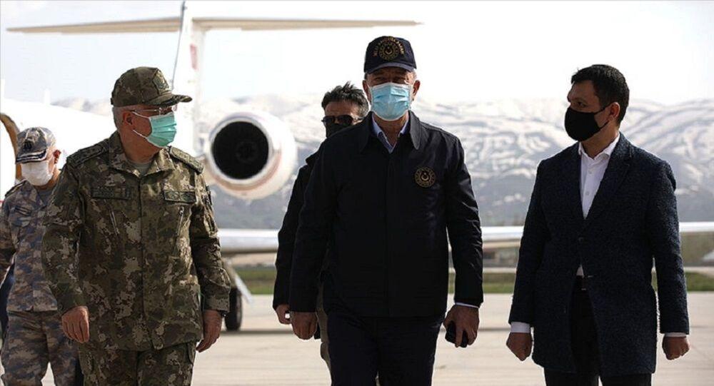 Bakan Akar ve TSK'nın komuta kademesi, Irak sınırında incelemelerde bulundu  - Sputnik Türkiye