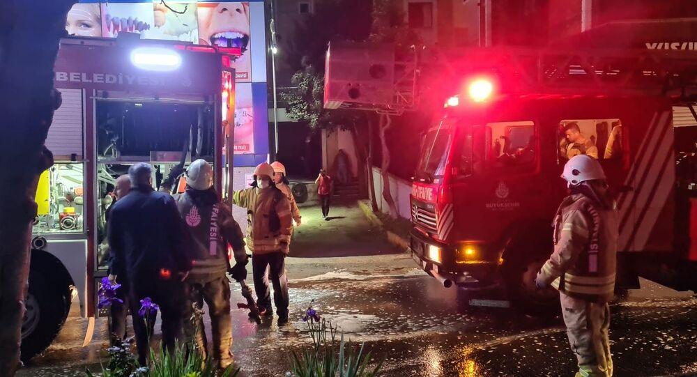 Pendikte bulunan özel bir hastanenin güç ünitelerinde çıkan yangın sebebiyle hastane binasına yayılan dumanlar kısa süreli paniğe yol açtı. Çıkan yangına ise ilk müdahaleyi yangın tüpleri ile sağlık çalışanları yaptı.