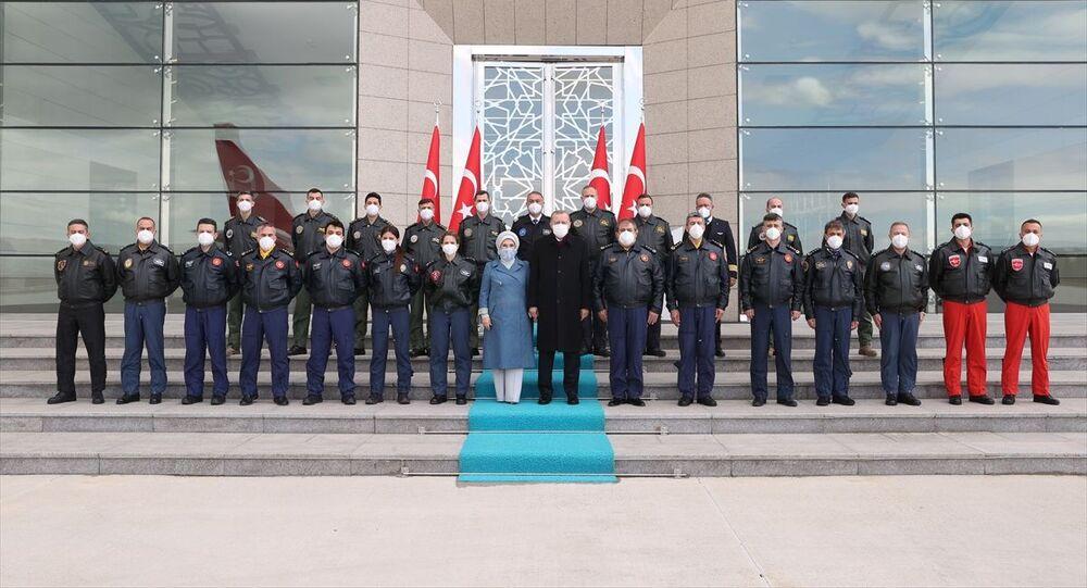 Recep Tayyip Erdoğan, Emine Erdoğan, pilotlar, Esenboğa Havalimanı