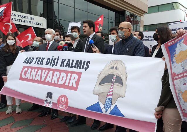 ABD Başkanı Joe Biden'ın 1915 olaylarını soykırım olarak nitelemesi, Türkiye Gençlik Birliği (TGB) ile Vatan Partisi Öncü Gençlik üyeleri tarafından protesto edildi.
