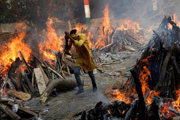 Hindistan'da koronavirüs ölümleri - Sputnik Türkiye