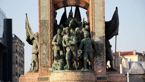 Taksim Cumhuriyet Anıtı - Sputnik Türkiye