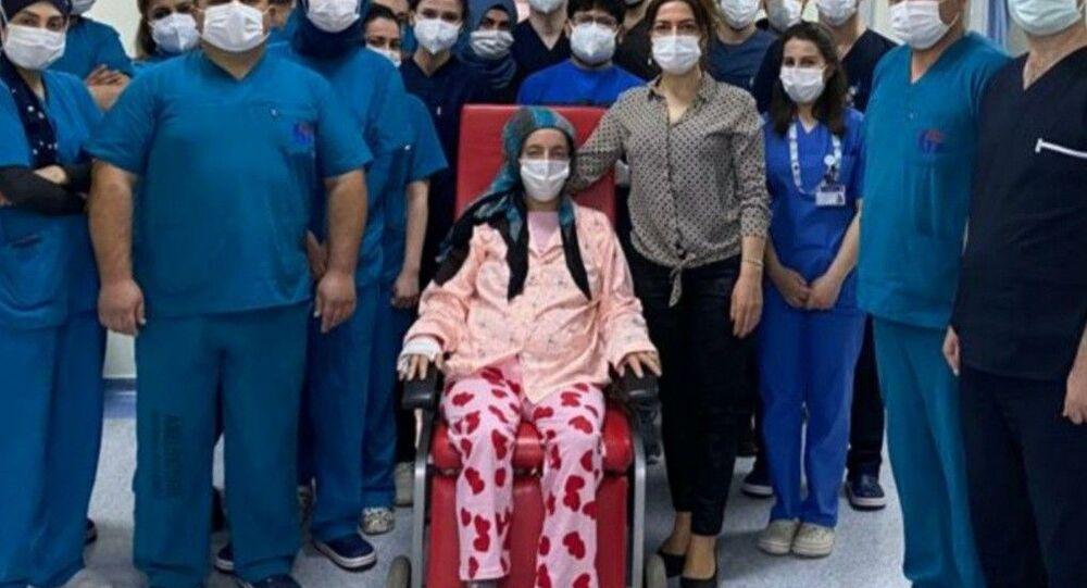 Hamile kadın aynı anda hem koronavirüse ve domuz gribine yakalandı