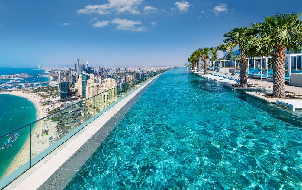 Dubai'deki Address Beach Resort otelinin 77'nci katında yer alan 75 metre uzunluğundaki bir havuz, yerden 294 metre yüksekte  bulunuyor. Dünyanın en yüksek havuzu olarak Guinness Rekorlar Kitabı'na da giren bu havuzun  en önemli özelliği  'sonsuzluk hissi' vermesi. İçinden manzaraya bakınca havuzun bittiği yer ile manzaranın ufuk çizgisi birleşiyor ve rüya gibi bir atmosfer oluşuyor.