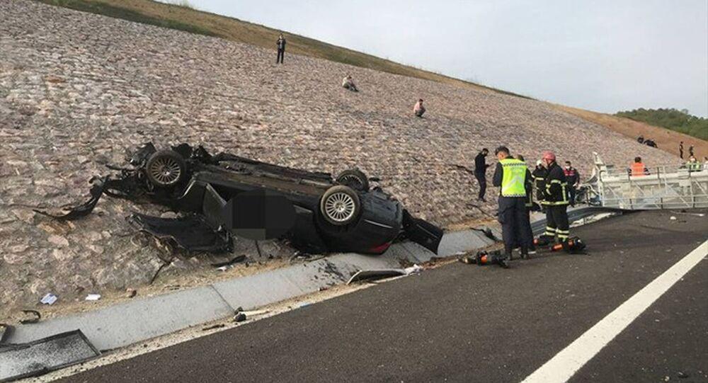 Kuzey Marmara Otoyolu'nda Kazakistan konsolosluğuna ait otomobil devrildi: 4 kişi öldü