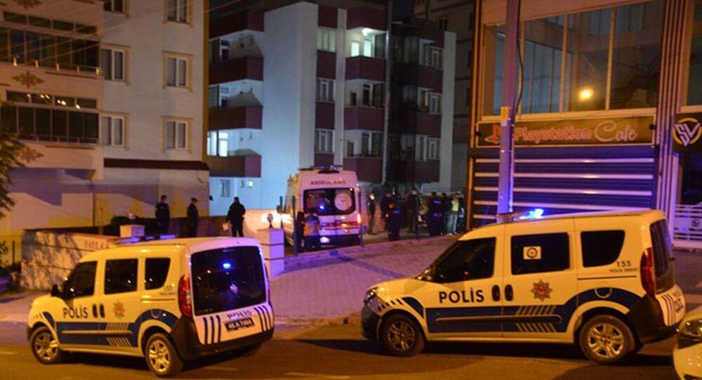 Kahramanmaraş'ta bir kadın apartman bahçesinde ölü bulundu