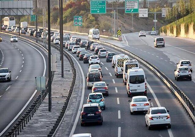 İstanbul çıkışında 'tam kapanma' yoğunluğu