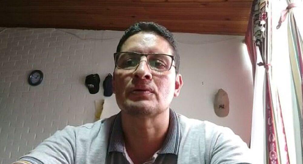 Kolombiya'da bir Katolik okulu öğretmeni, Zoom üzerinden yapılan derse ara verdiği sırada kamerasını kapatmayı unutarak, eşiyle yaşadığı özel anları öğrencilere izletti.
