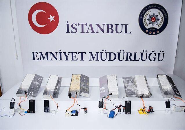 İstanbul 15 Temmuz Demokrasi Otogarı'nda 5 kilogram ağırlığında 6 patlayıcı madde ele geçirildi.