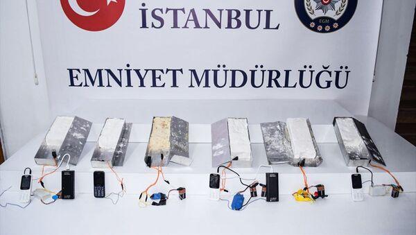 İstanbul 15 Temmuz Demokrasi Otogarı'nda 5 kilogram ağırlığında 6 patlayıcı madde ele geçirildi. - Sputnik Türkiye