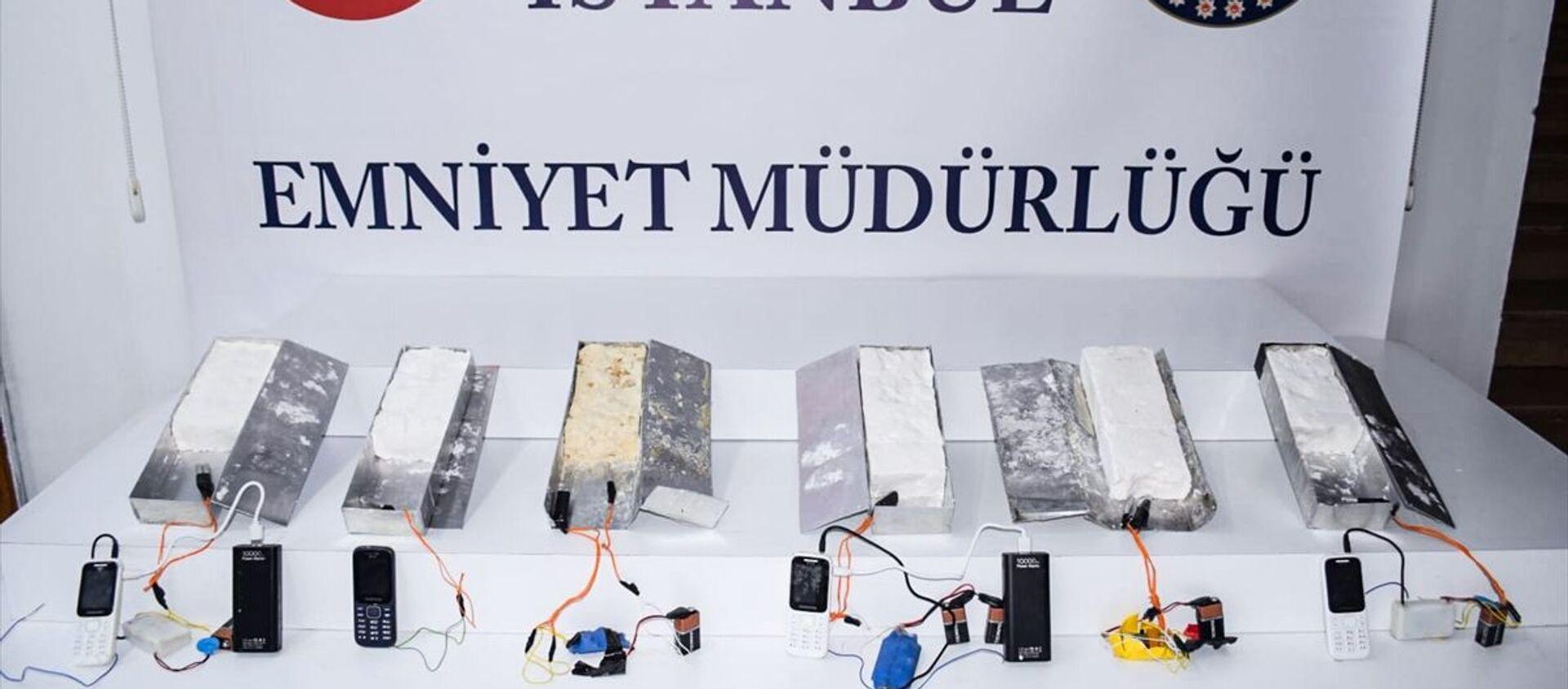 İstanbul 15 Temmuz Demokrasi Otogarı'nda 5 kilogram ağırlığında 6 patlayıcı madde ele geçirildi. - Sputnik Türkiye, 1920, 29.04.2021
