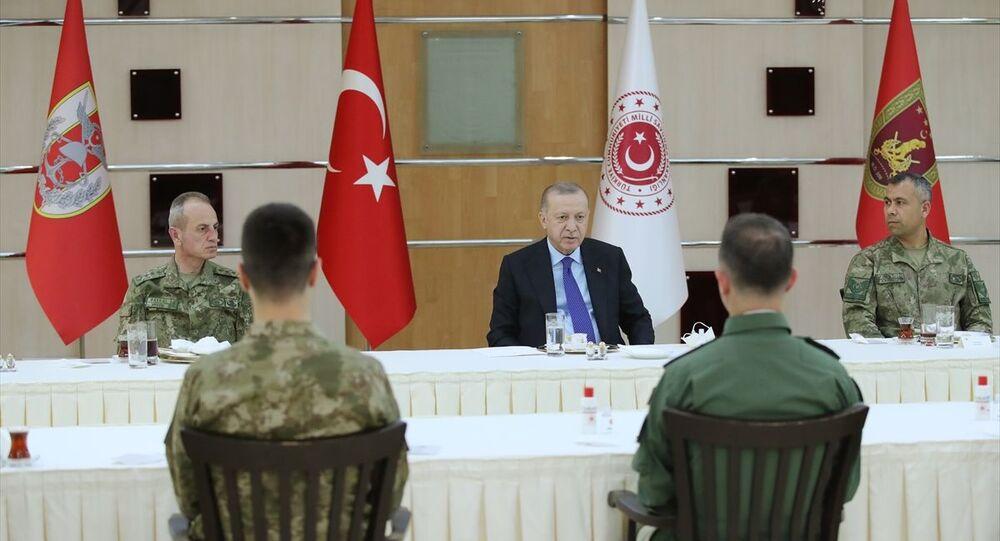 Cumhurbaşkanı Recep Tayyip Erdoğan, 4. Kolordu Komutanlığını ziyaret ederek iftarda askerlerle bir araya geldi.