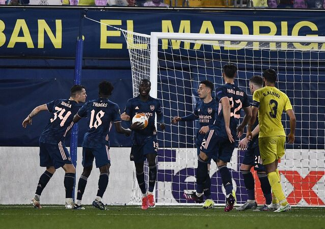 UEFA Avrupa Ligi yarı final ilk maçlarında Villarreal, konuk ettiği Arsenal'i 2-1, Manchester United ise ağırladığı Roma'yı 6-2 mağlup etti.