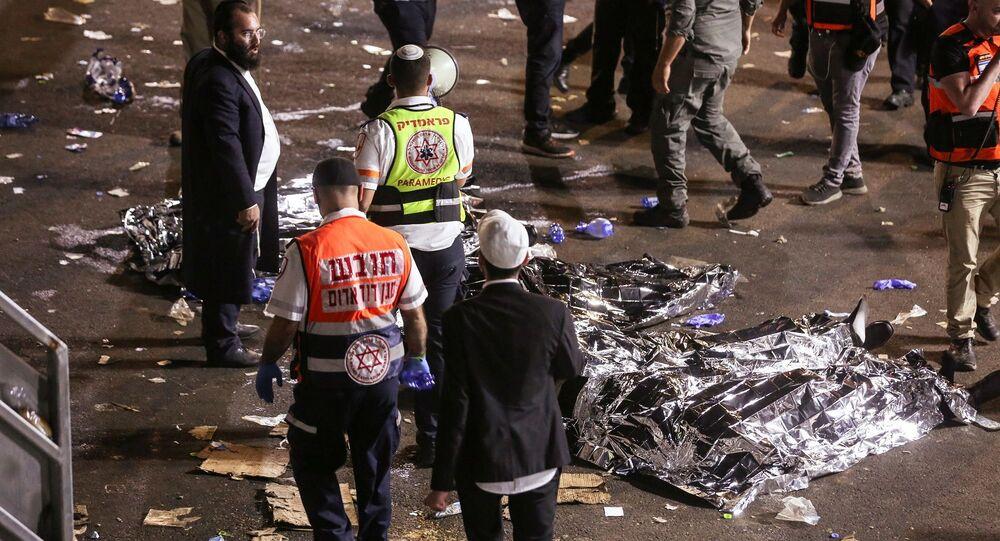 İsrail'in kuzeyinde, Musevilerin Lag BaOmer Bayramı'nın kutlandığı bir alanda sahnenin çökmesi sonucu yaklaşık 40 kişinin hayatını kaybettiği ve 150 kişinin yaralandığı bildirildi.