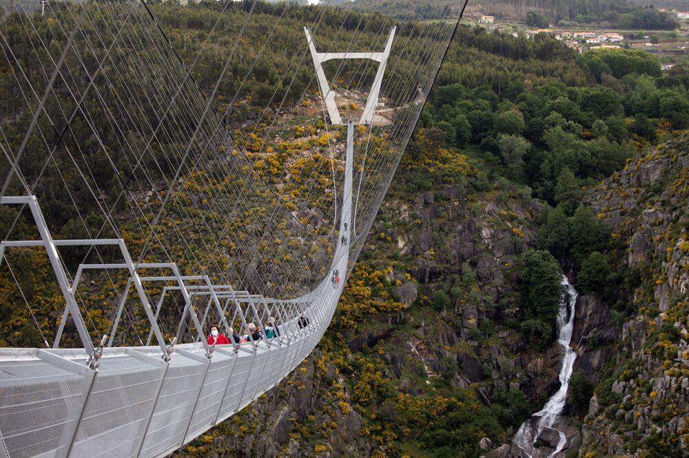 Porto şehrine 1 saat mesafedeki Arouca kasabasında inşa edilen köprüye hem uzunluğu hem de lokasyonuna atıfla '516 Arouca' adı verildi.