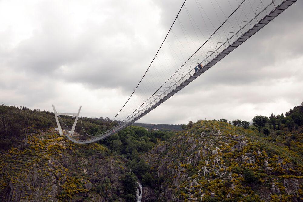 Portekiz merkezli stüdyo Itecons tarafından tasarlanan köprünün yapımı 3 yıl sürdü, Temmuz 2020'de tamamlandı.