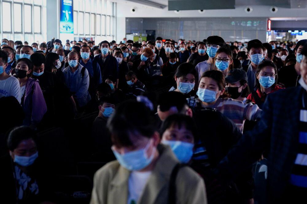 Koronavirüs pandemisinin çıkış noktası olarak bilinen Çin'de kısıtlamaların büyük oranda kaldırılması sonrası dönemde yaşanan seyahat çılgınlığı 1 Mayıs İşçi Bayramı'nda tavan yaptı.