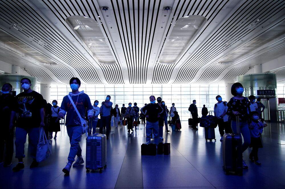 Çin'de büyük şehirlerde aşılama oranının yüksek olması da halkın daha az korkup daha çok seyahat planı yapmasında bir etken. Reuters ajansına konuşan ekonomist Nie Wen, seyahat edenlerin sayısının 300 milyonu bulabileceğini söyledi ki bu sayı ABD nüfusuyla hemen hemen eşdeğer.