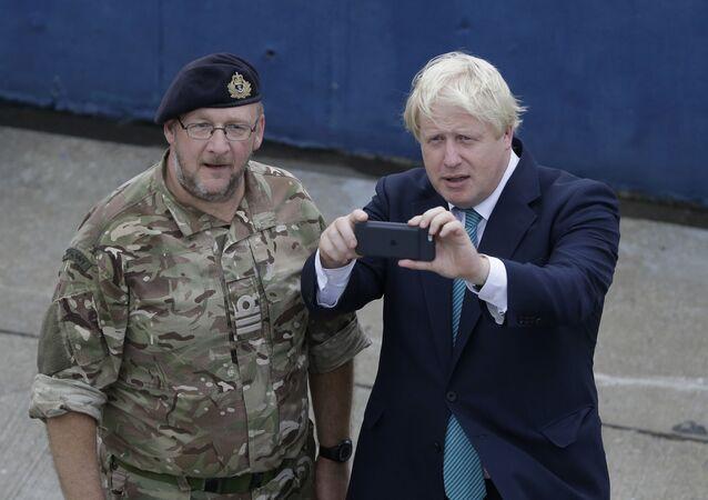 İngiltere Başbakanı Johnson'ın kişisel cep telefonu numarası 15 yıldır internette görünüyor