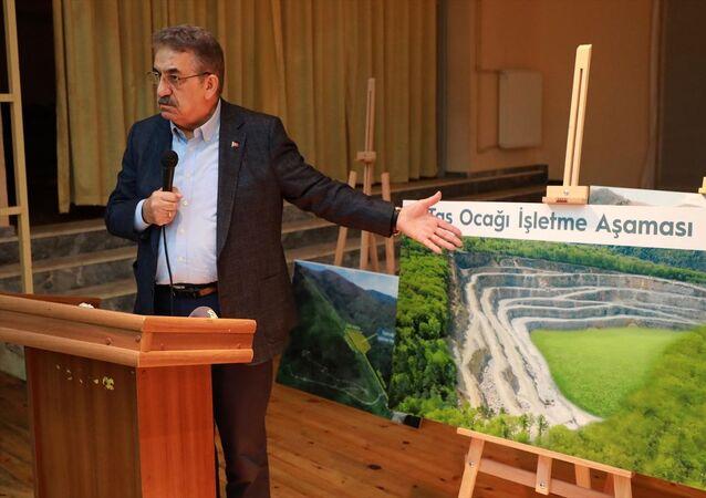 AK Parti Genel Başkan Yardımcısı Yazıcı, İkizdere'de taş ocağının açılacağı alanda incelemelerde bulundu.