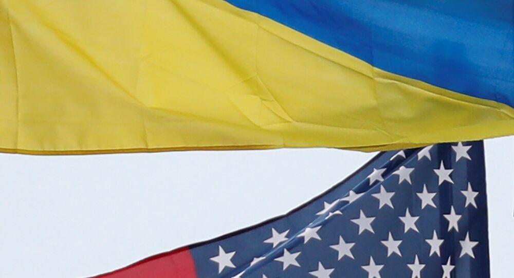 ABD ve Ukrayna bayrakları