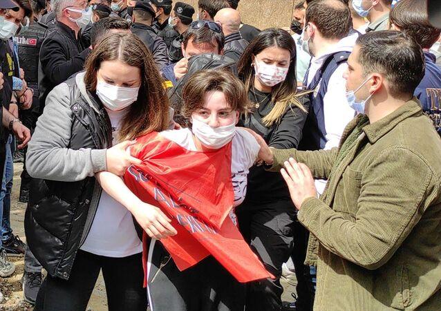 İstanbul Valiliği: Taksim'e çıkmaya çalışan 212 kişi gözaltına alındı