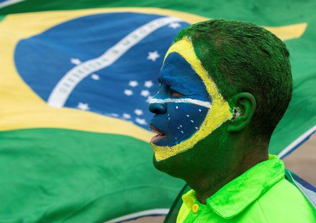 Brezilya Devlet Başkan Jair Bolsonaro'yu destekleyen ve askeri müdahale için Bolsonaro'ya tam yetki verilmesini isteyen binlerce kişi ülkenin farklı kentlerinde sokaklara döküldü.