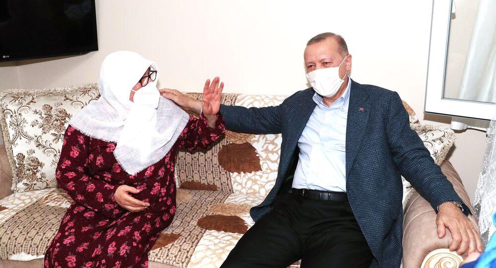 Cumhurbaşkanı Erdoğan, Mahruze Keleş'i evinde ziyaret etti