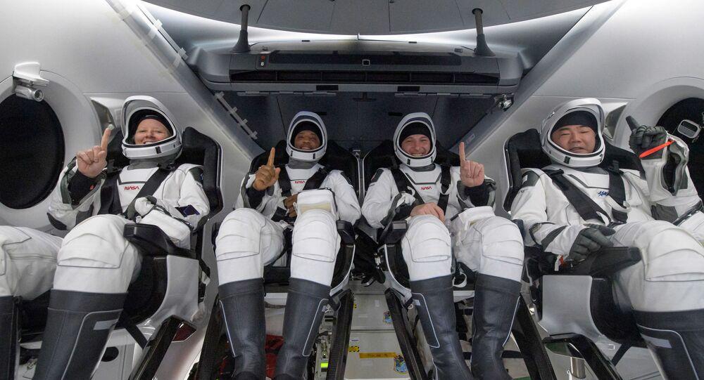 ABD'li astronotlar Michael Hopkins, Victor Glover ve Shannon Walker ile Japonya Uzay Araştırma Ajansı'ndan (JAXA) astronot Soiçi Noguçi'yi taşıyan SpaceX'in Dragon kapsülü