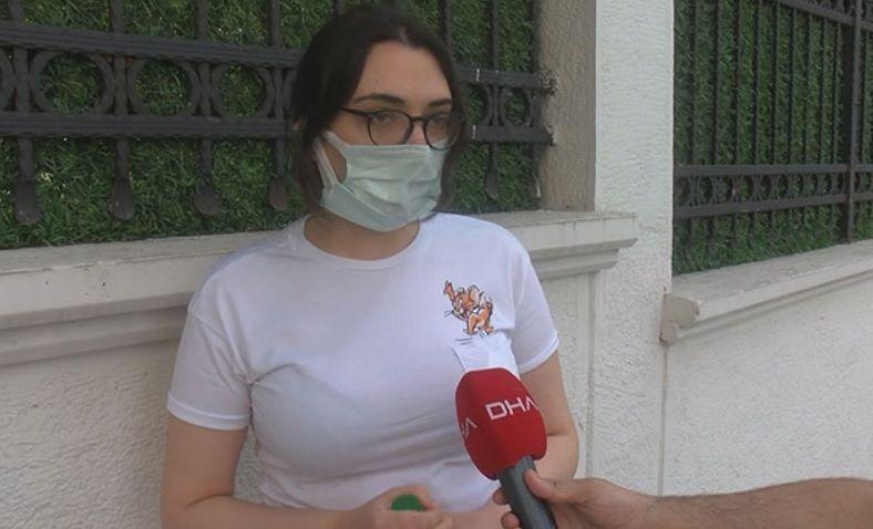 ALES'te maske çıkarılmasını protesto eden kişi