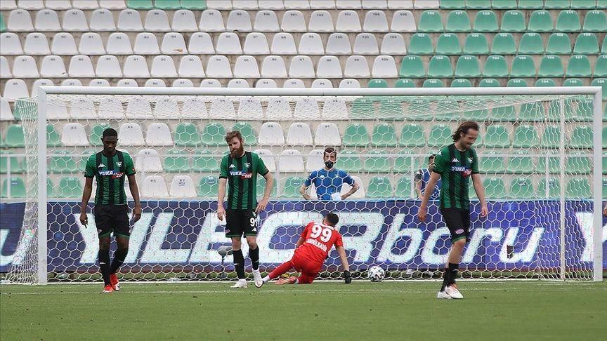 39. hafta maçında Çaykur Rizespor'e yenilen Yukatel Denizlispor, Süper Lig'den düşen ilk takım oldu.