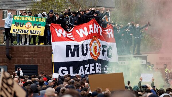 Manchester United-Liverpool maçı, taraftar protestoları nedeniyle ertelendi - Sputnik Türkiye